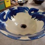 洗面台に沖縄陶器(やちむん)の手洗い鉢