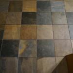 床にタイル施工1日目