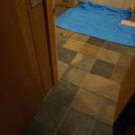 床にタイル施工2日目