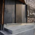 美容室の扉の防水塗装(DIY)