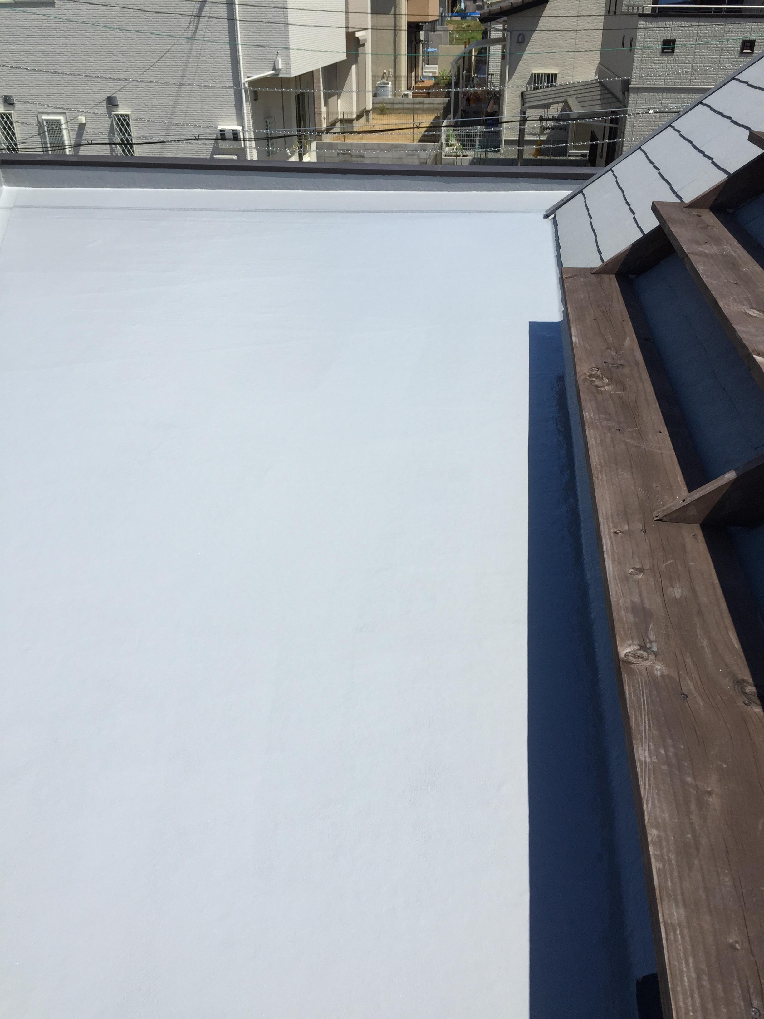 FRP屋根床の掃除をしました。